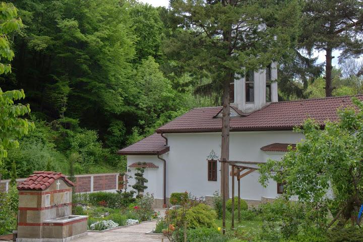 Малкото дворче на Дивотински манастир