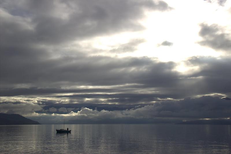 Лодка в езерото