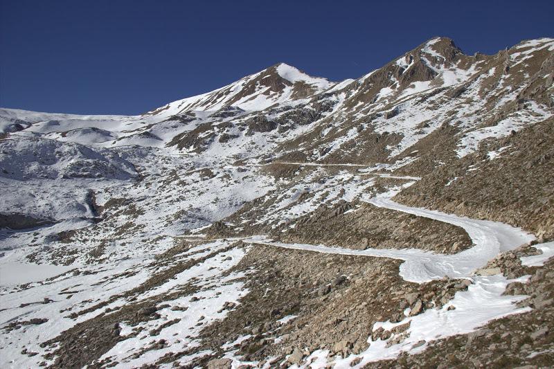 Цукарела е левият връх на снимката по черния път