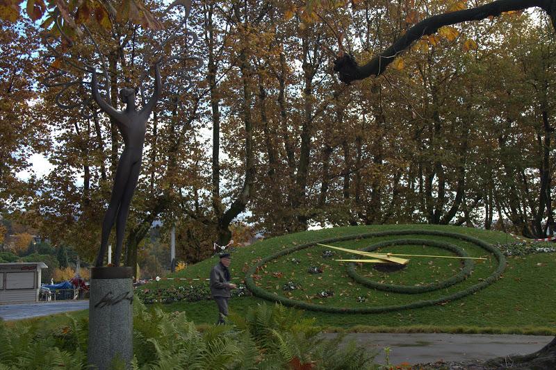 Цветен часовник край Женевското езеро