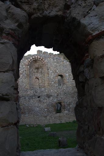 Малко по-автентични руини
