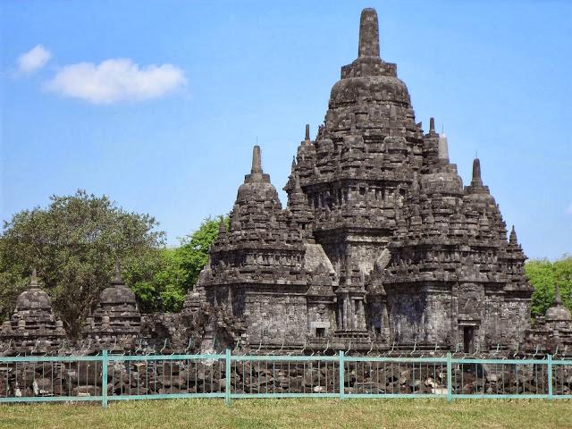 Честите земетресения също рушат храмовете