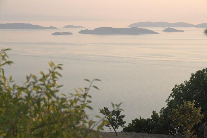 Гледка от Скопелос към Скиатос