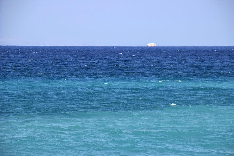 Скала в морето