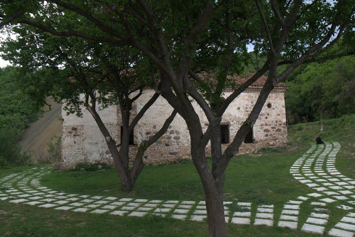 Около Сеславския манастир вече пооправиха