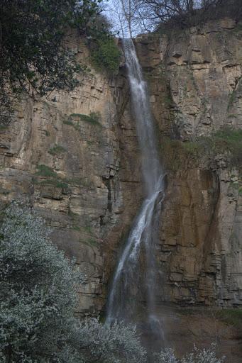 Водопадът под Камико в цялост